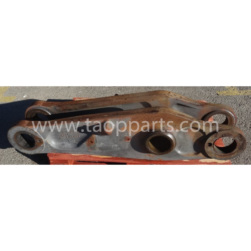 Volvo Bucket link 15011215 for L150E · (SKU: 52462)