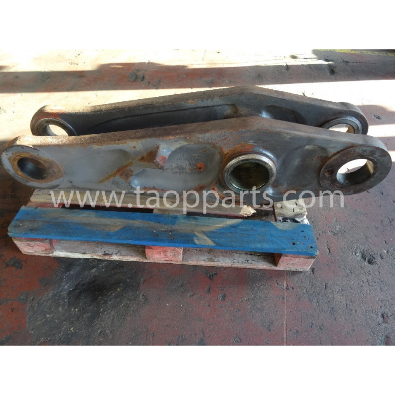 Volvo Bucket link 11432514 for L220E · (SKU: 52120)