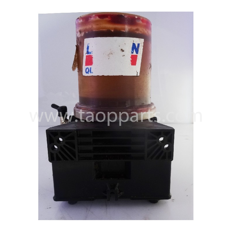 VARIOS Grease pump L64437426-1 for WA470-3H · (SKU: 55069)