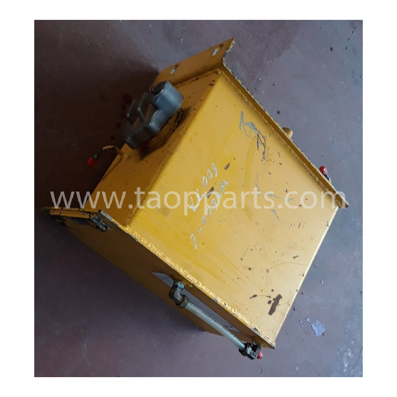 Reservoir Komatsu 426-V00-3220 pour Chargeuse sur pneus WA600-6 · (SKU: 56480)