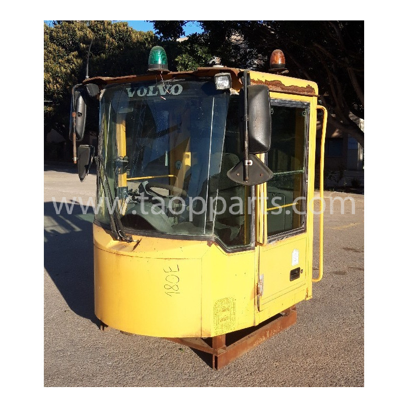Cabina usada 33517 para Pala cargadora de neumáticos Volvo · (SKU: 53669)