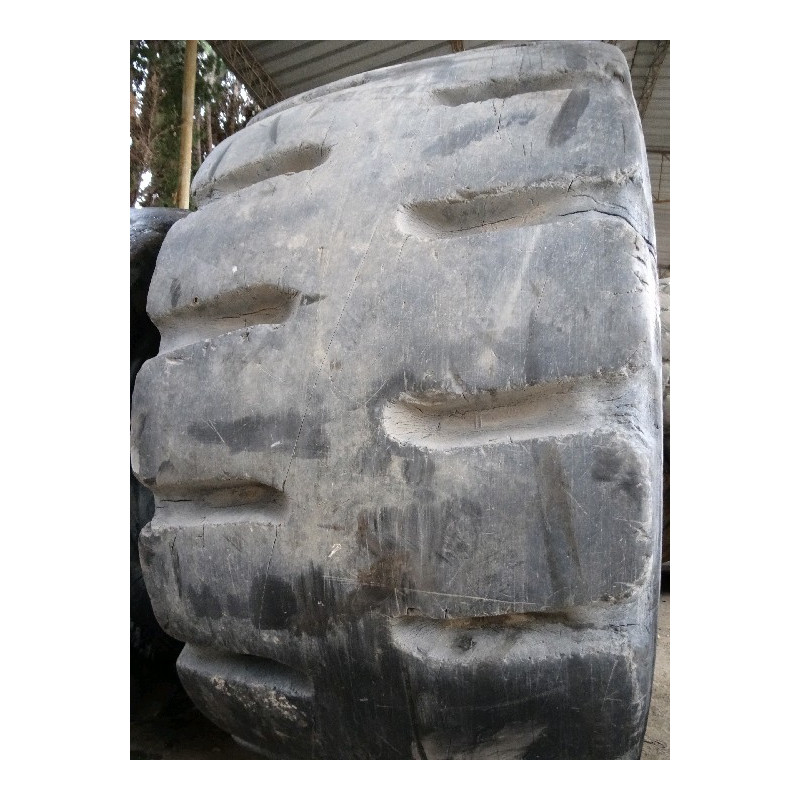 Neumático Radial BRIDGESTONE 35/65 R33 · (SKU: 1221)