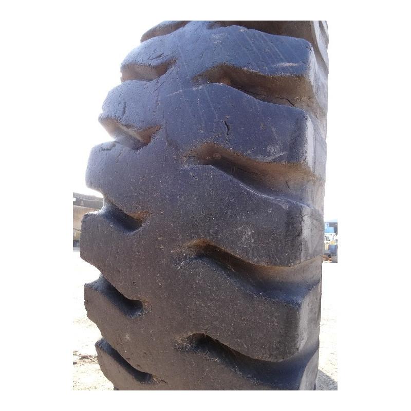 Neumático Radial BRIDGESTONE 24.00R35 · (SKU: 1242)