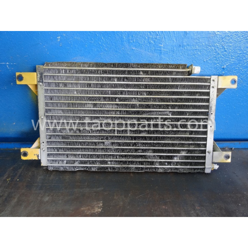 Condensator Komatsu 203-979-6281 pentru PC210LC-6K · (SKU: 3154)
