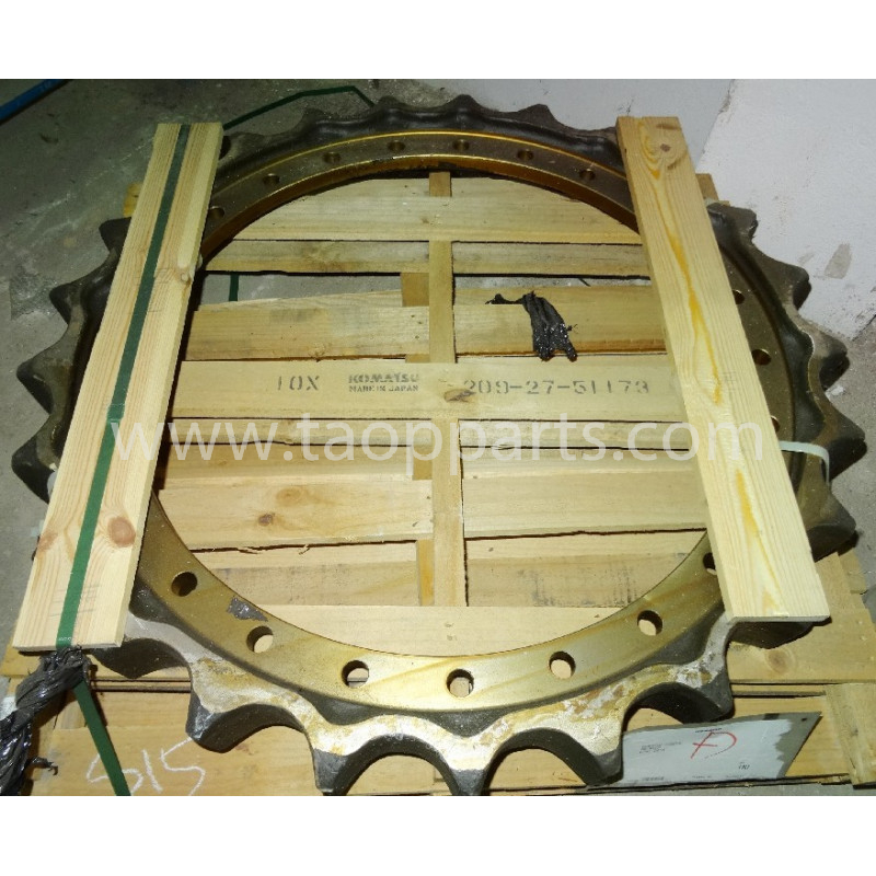 Komatsu Sprocket wheel 209-27-51173 for PC800-8 · (SKU: 3203)