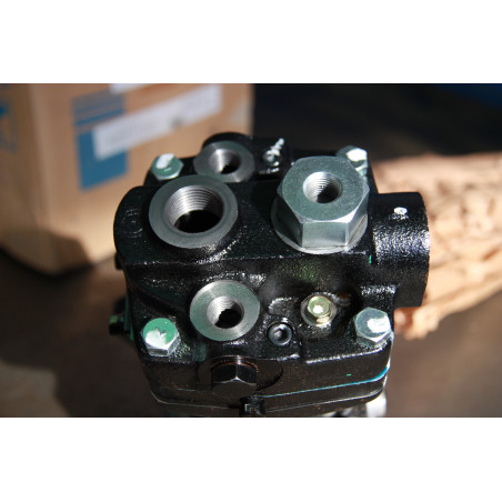Compresseur Komatsu 6215-81-3101 pour Dumper Rigide HD785-5 · (SKU: 274)