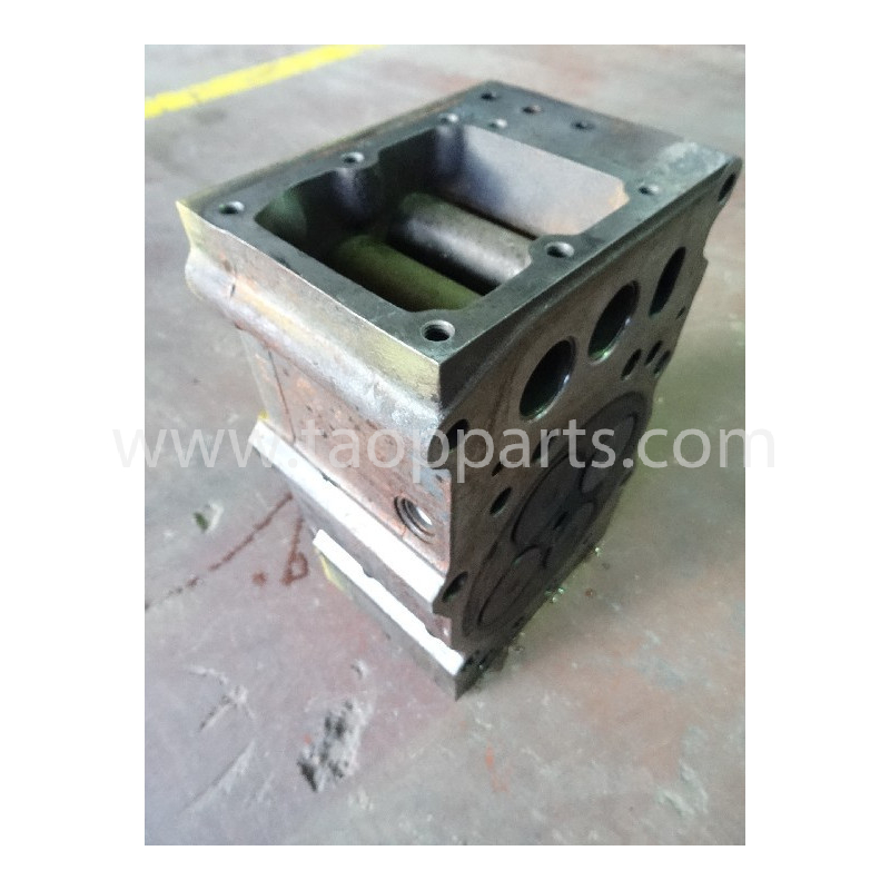 Komatsu Cylinder head 6240-11-1102 for PC1250 · (SKU: 3442)