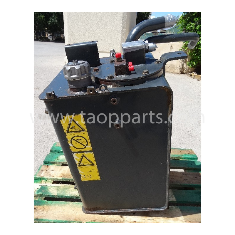 used Hydraulic Tank 419-60-H5151 for Komatsu Wheel loader · (SKU: 3998)