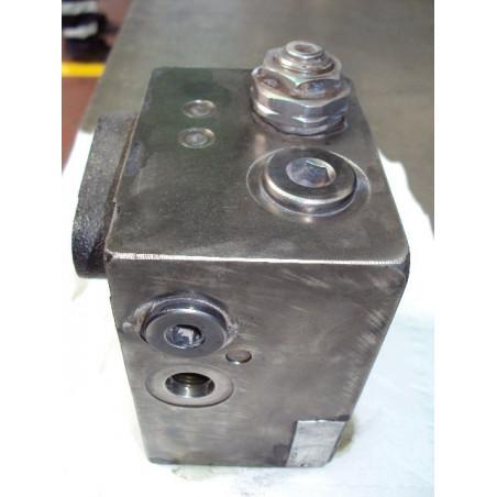 Valvula usada 421-43-27401 para Pala cargadora de neumáticos Komatsu · (SKU: 377)