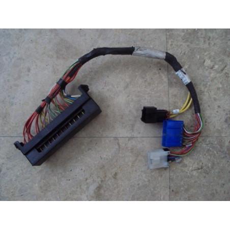 Boite a fusibles [usagé|usagée] 425-06-22630 pour Chargeuse sur pneus Komatsu · (SKU: 463)