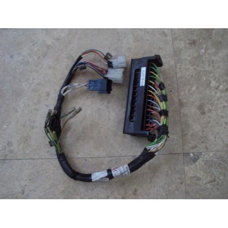 Porta fusibles usada Komatsu 425-06-22711 para WA500-3H · (SKU: 464)