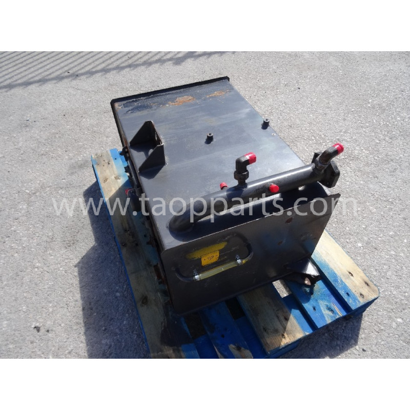 Volvo Hydraulic Tank 11132121 for L90D · (SKU: 4437)