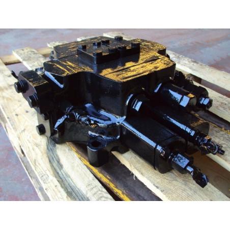 Distribuidor usado Komatsu 709-12-11903 para WA500-3 · (SKU: 524)