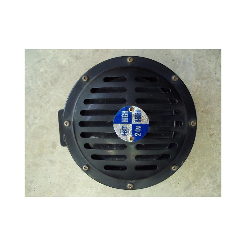 Klaxon 421-06-H9030 pour Chargeuse sur pneus Komatsu WA470-6 · (SKU: 526)