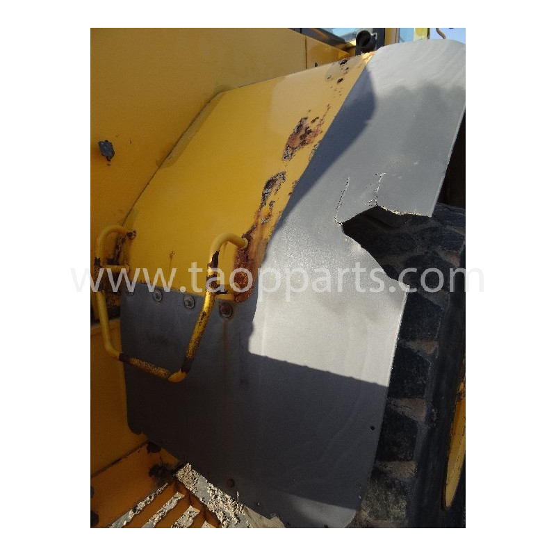Volvo Fender 11400855 for L120E · (SKU: 5335)