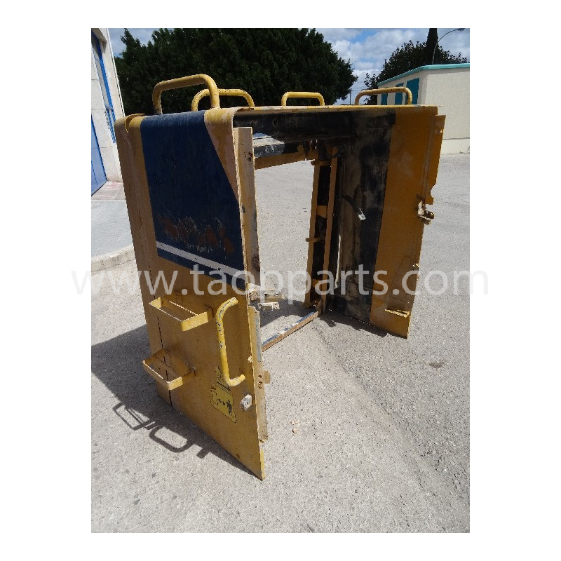Komatsu housing frame 426-54-11625 for WA600-1 · (SKU: 5597)