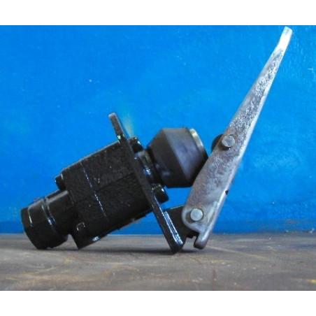 Komatsu Valve 421-43-27100 for WA500-3 · (SKU: 551)