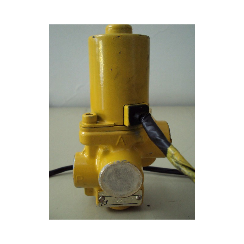 Komatsu Valve 207-60-61201 for PC450-6 ACTIVE PLUS · (SKU: 578)