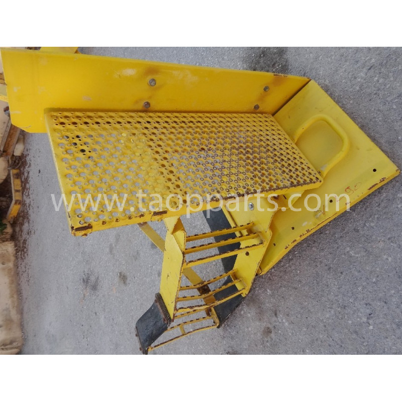 Volvo Stair 11132102 for L90D · (SKU: 4346)