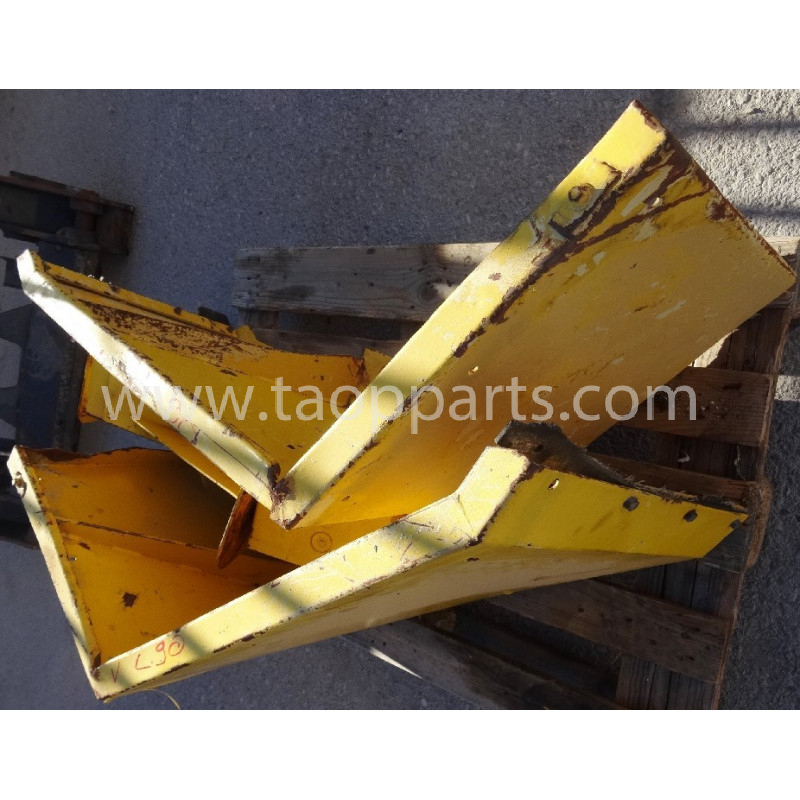 Guarda-barros Volvo 11132413 para L90D · (SKU: 4354)