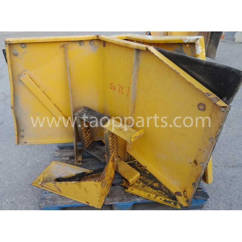 Volvo Fender 11130931 for L220D · (SKU: 4545)
