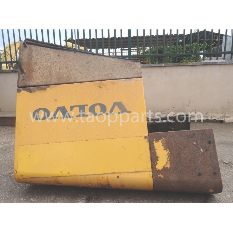 Volvo Door 11413101 for L150E · (SKU: 51673)