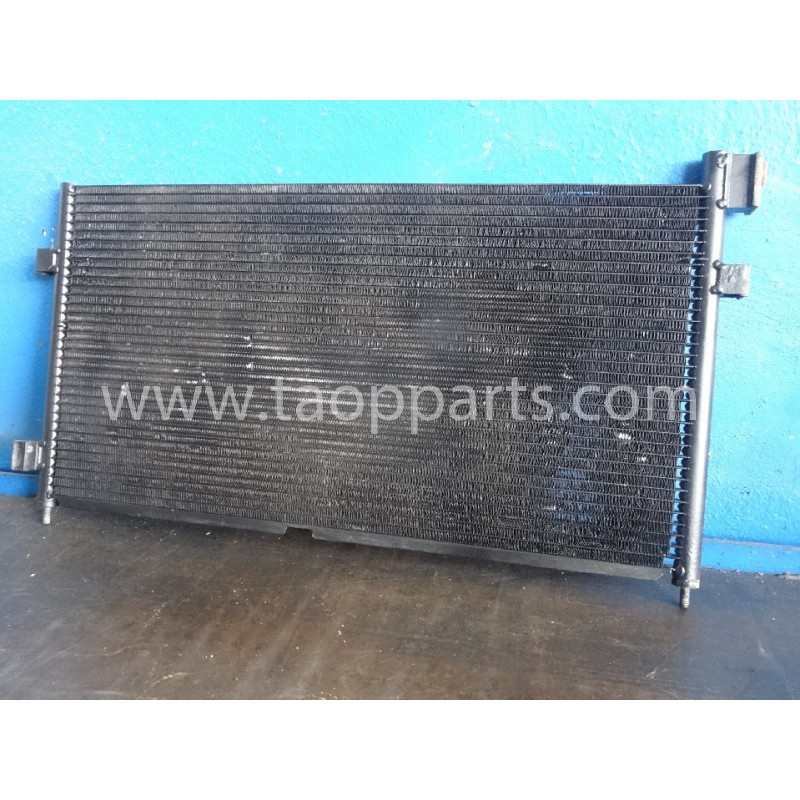 Volvo Condenser 3981637 for L150E · (SKU: 51752)