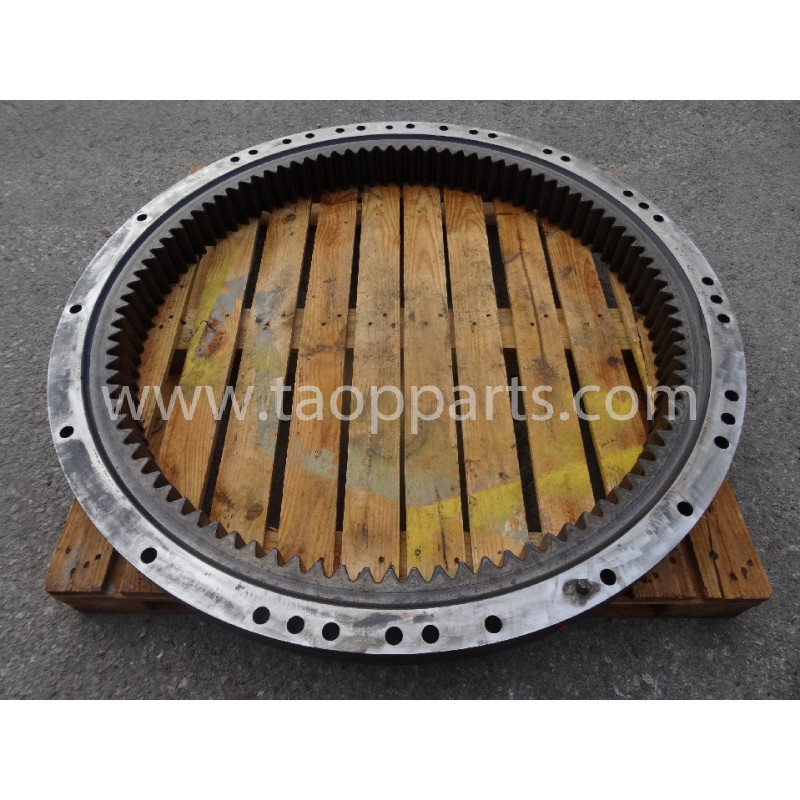 Komatsu Swing circle 20Y-25-00400 for PC210LC-8 · (SKU: 51088)