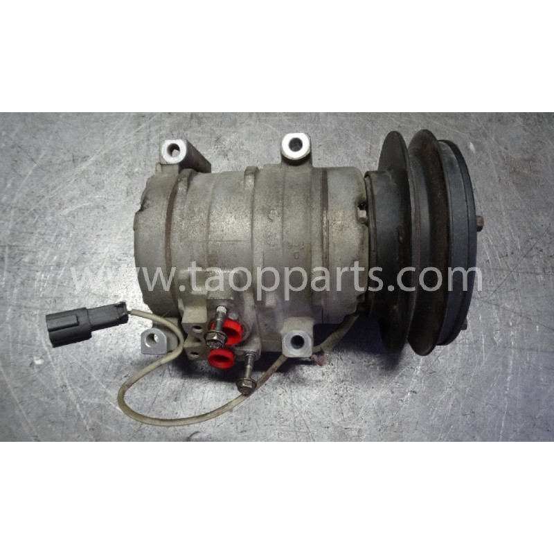 Komatsu Compressor 20Y-810-1260 for PC210LC-8 · (SKU: 53371)