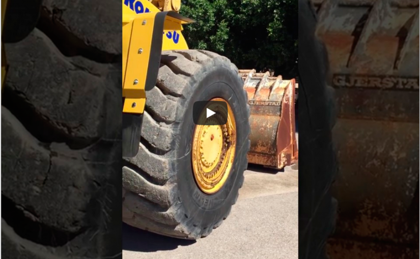 Review of levels and leaks of a Komatsu WA-600 wheel loader in 8 steps
