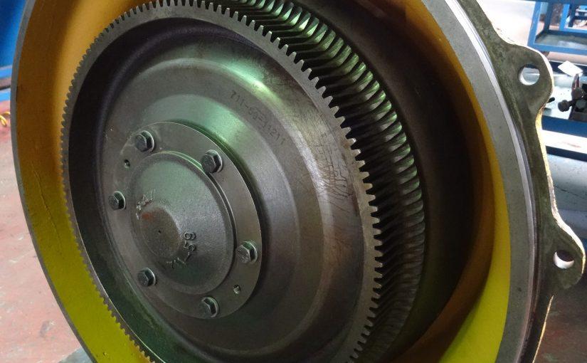 Convertidor de Par Komatsu WA 480-5: vídeo de reparación y montaje