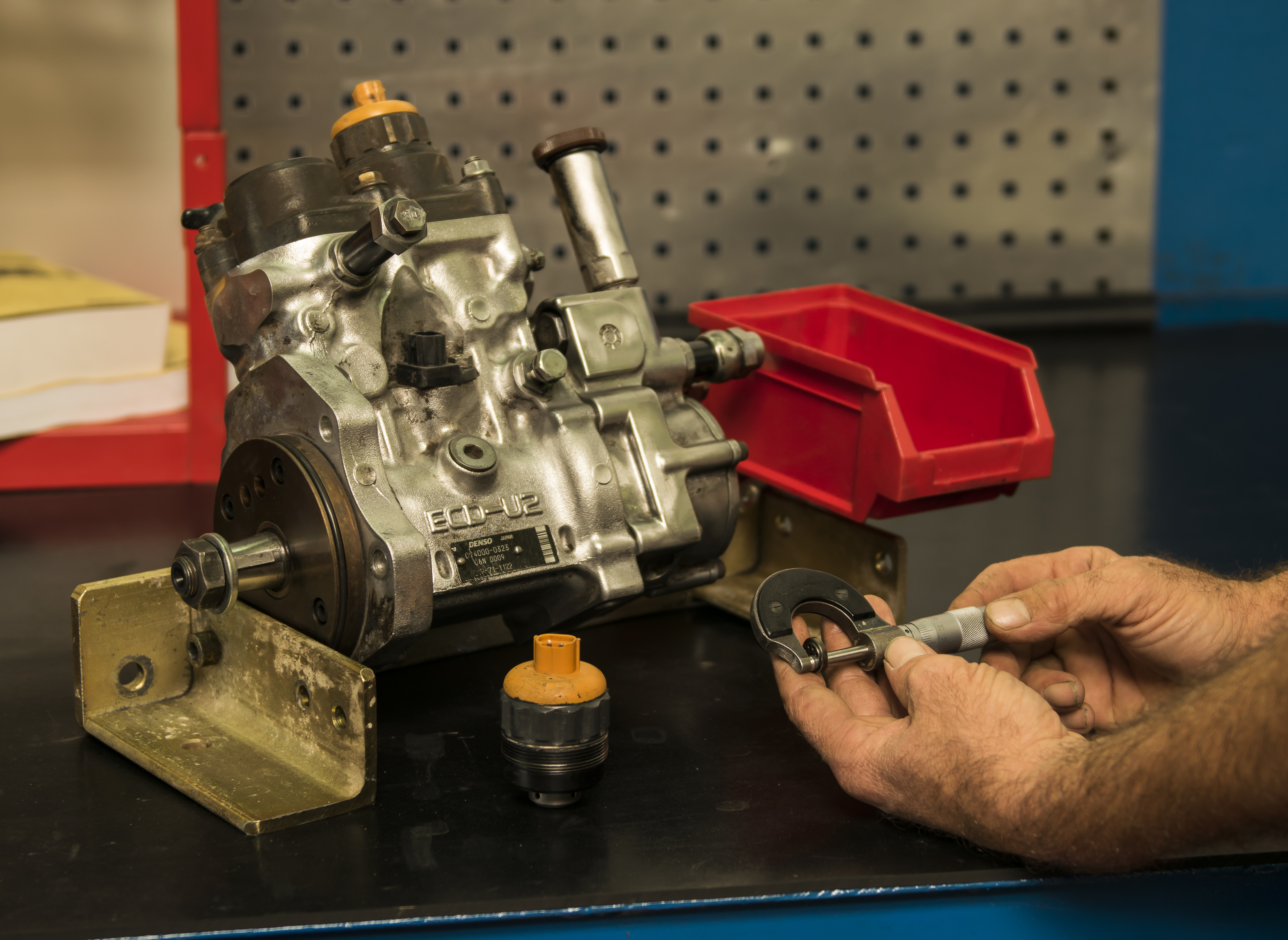 Beneficiile achizitionarii utilajelor si pieselor de schimb second-hand Komatsu si Volvo